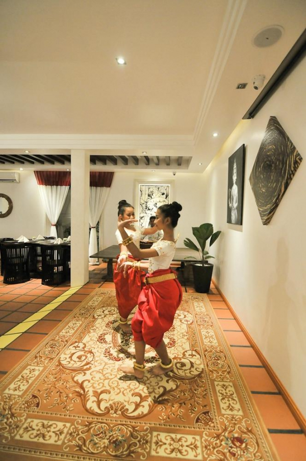 La Rose Suites Dinner with Apsara Show at Banana Tree Restaurant