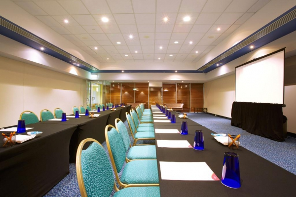 Crowne Plaza Surfers Paradise We offer 14 meeting rooms of varying sizes and outlooks