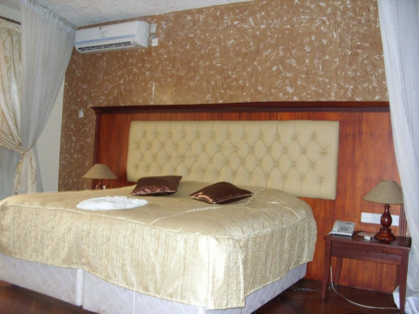 Taj Mahal Hotel Unparalled accommodation:- Wi-Fi, AC, DSTV, Kitchenette etc